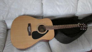 YAMAHA F310 ACOUSTIC GUITAR & CASE AS NEW