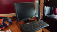 17 in Acer monitor and keyboard