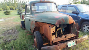 1952 International L130 (Partially taken apart)