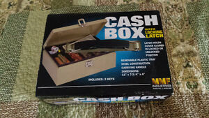 Cash box w. Locking latch