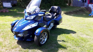 ****FOR SALE --OR - TRADE -- CAN-AM SPYDER  RT ****