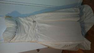 Never worn Alfred Sung ivory wedding dress