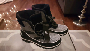 Women's SOREL Winter Boots NEW with tags! - Size 9...