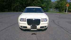 2005 Chrysler 300 (Lots of New Parts) Peterborough Peterborough Area image 3