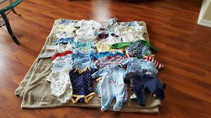 0 à 3 mois garçon cache couche, pyjamas etc..