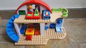 Playmobil suburban playhouse - BRAND NEW.