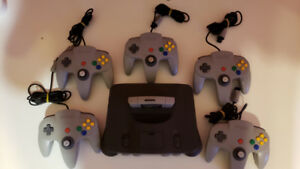 Nintendo 64 with Everdrive + 5 Controllers