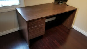 Durable home office desk with 2 draws