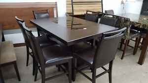 Beautiful dining table with 6 chairs - Delivery Available