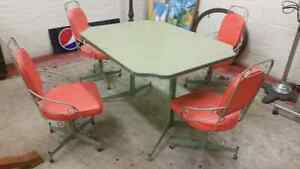 Great table with matching chairs London Ontario image 1