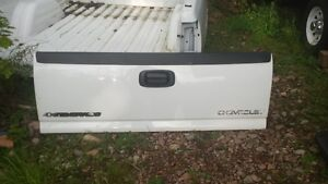Box and tailgate 1999 up GMC-Chevrolet pickup