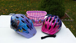 2 Helmets girl under 10 and velo's basket