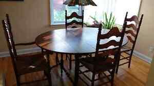 Dining room table and chairs Gatineau Ottawa / Gatineau Area image 1