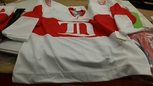 "Gordie Howe ""Mr. Hockey"" Autographed old school sweater jersey Regina Regina Area image 4"