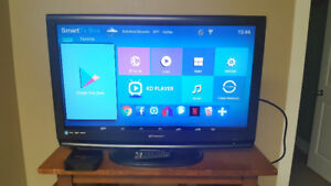 Like new 32inch emerson LCD tv with Android box