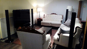 Fully Furnished Large 3 Bedroom Lower House Trendy Fernwood