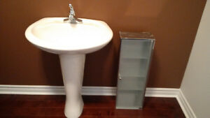 Bathrroom Sink and Cabinet Like New