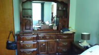 Beautiful 5 piece Bedroom Set - good Condition - well cared for
