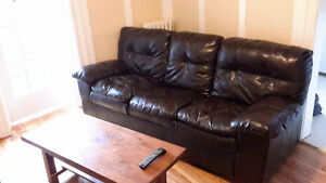 BEAUTIFUL LEATHER COUCH $300 OBO