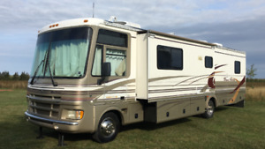 2000 Fleetwood Pace Arrow 37 Foot Class with Two slides