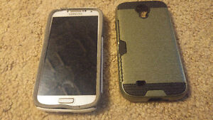 Samsung S4 With Two Batteries and Two Cases