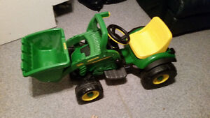 Ride-on / Power Wheels Battery Powered Tractor