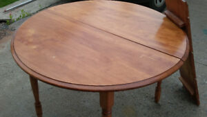 hardwood table with 2 extentions