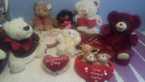 VALENTINES DAY TEDDY BEARS AND PILLOWS ALL FOR $60 PERFECT COND.