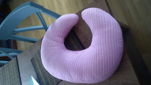 Breast feeding Pillow - Pink, compact London Ontario image 1