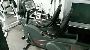 velo assis commercial sans fils life fitness 9500hr