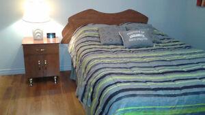 Set de chambre (lit, table de chevet, commodes)