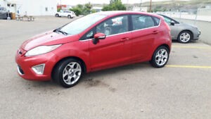 2011 ford fiesta SES 1.6L l4 DOHC 16V hatchback beautiful car !!