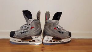 BAUER HOCKEY SKATES / PATIN DE HOCKEY BAUER