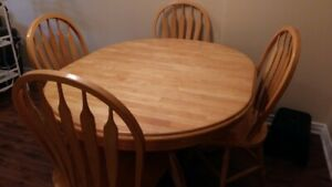 DINING ROOM TABLE AND SWIVEL CHAIRS
