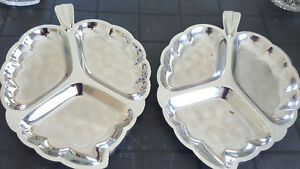 Set of 2 Stainless / Silver Serving Platters