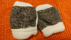 Baby Knees for New Crawlers!! Approx size 6 to 15 mos.