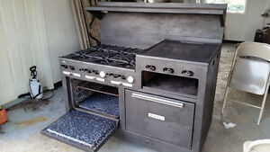 gas range. 2 ovens, 6 burners and a grill
