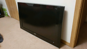 """42"""" LCD flat screen TV.  Only 2 years old"""