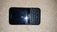 BLACKBERRY Q5 WITH ROOTS CASE AND CHRAGER!