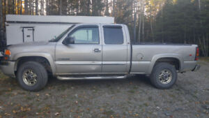 2004 GMC Sierra 2500 4x4 with V plow for sale