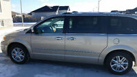 2008 Chrysler Town & Country Limited LOADED LOW KMS MINT!!