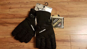 Brand New Men Snowboard Gloves L size Goretex