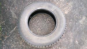 Tire for sale/pneu à vendre