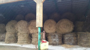 Large Round Bales of Hay For Sale In Thousand Island Area