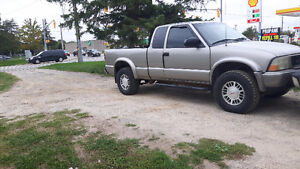 Parting out 2001 GMC Sonoma ZR2 4x4 London Ontario image 2