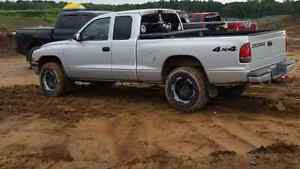 2004 dodge dakota 4x4 5speed