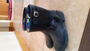Girls size 4 black rubber boots