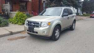 2010 Ford Escape priced to sell!!