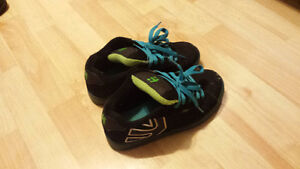 almost new boys shoes sizes 4-6 Stratford Kitchener Area image 4