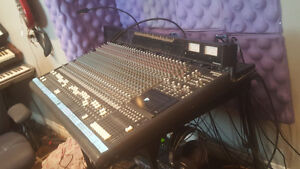 Mackie 32 channel 8 bus mixer